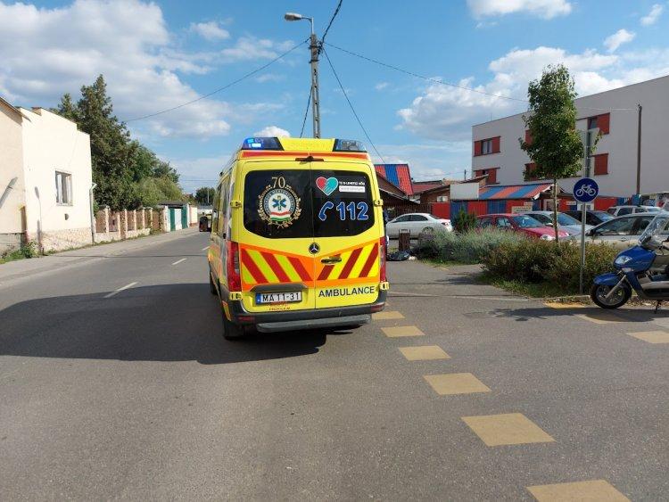 Rosszul lett egy férfi a Kígyó utcán, a kiérkező mentők már nem tudták megmenteni
