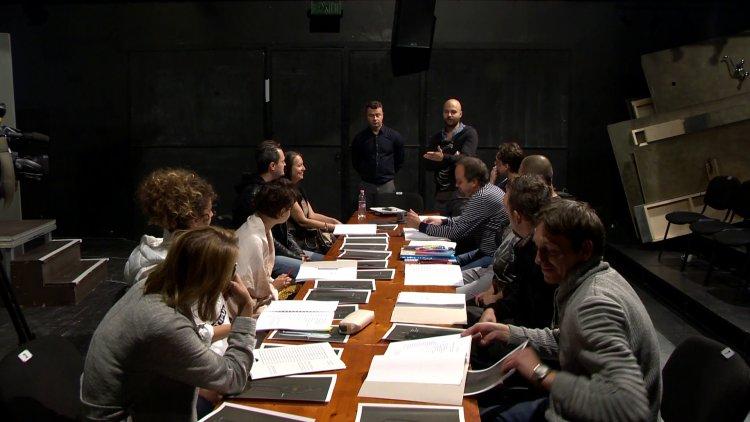 Közellenség – Megkezdődtek az októberi kamarabemutató próbái a Móricz Zsigmond Színházban