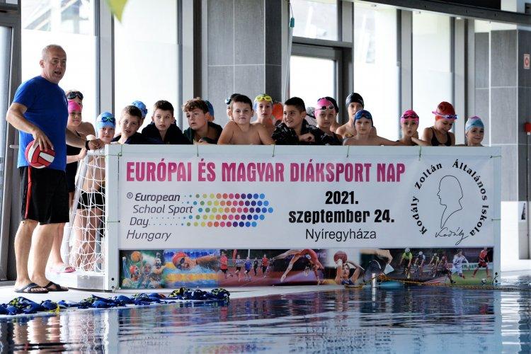 Európai és Magyar  Diáksport Nap - A Kodályban úsztak, futottak, zumbáztak a gyerekek