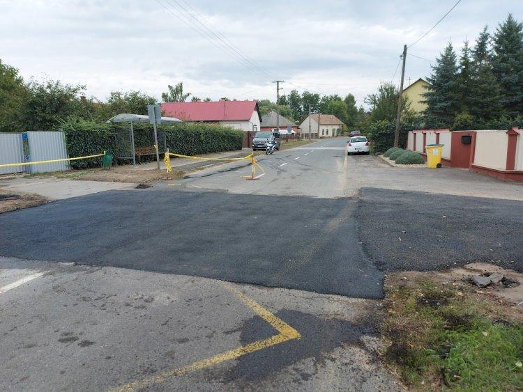 Helyreállították Oroson, a Fő utcán az útburkolatot
