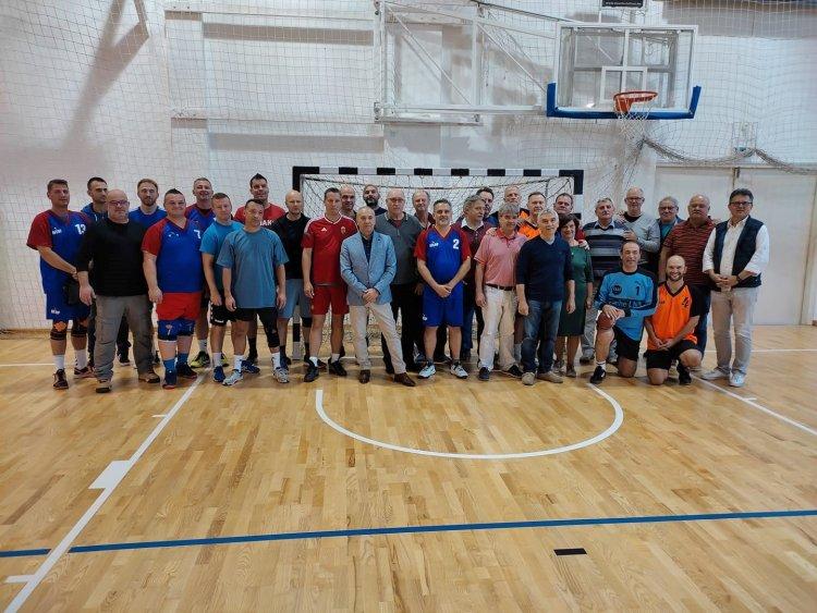 Öregfiúk kézimeccs a Zrínyiben - Több mint ötven válogatott játékost adott az iskola