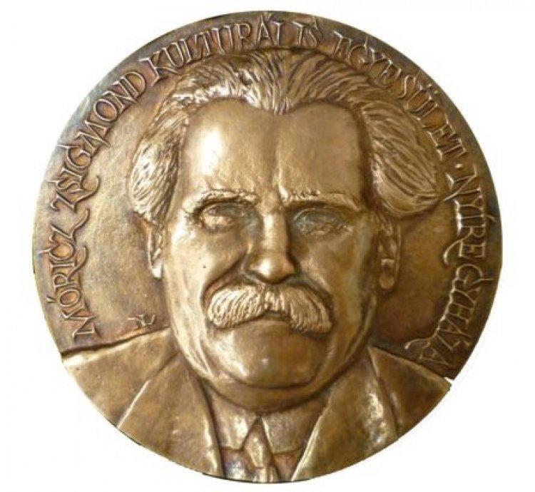 A Móricz Zsigmond-emlékérem ünnepélyes átadása a könyvtárban
