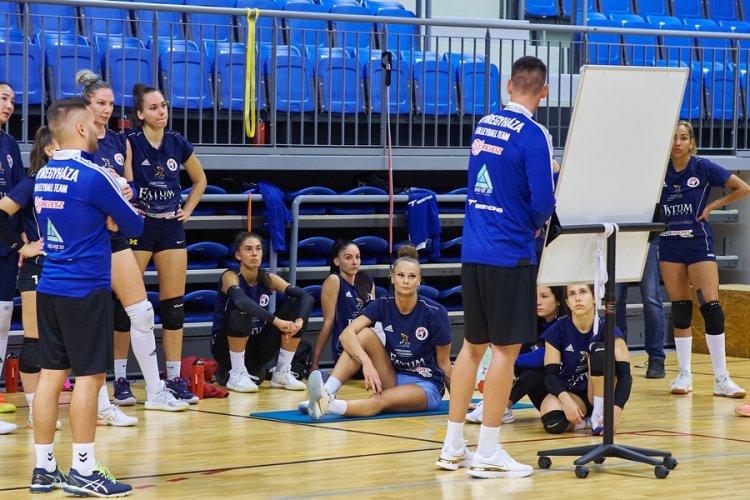 Rajt előtt a röplabdások - A cél a bajnoki cím megvédése az Extraligában